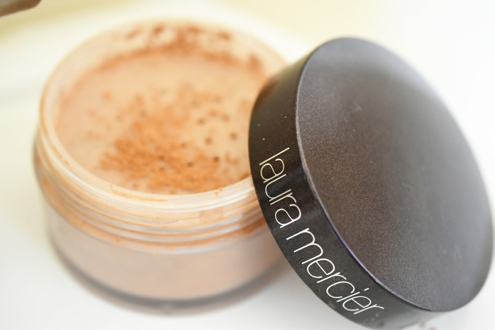 laura mercier translucent powder tutorial