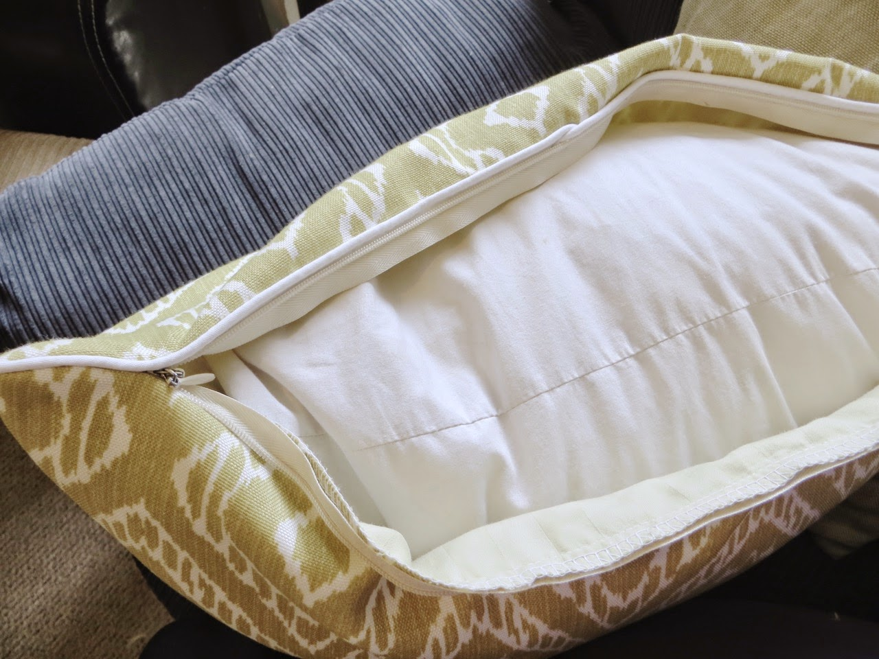 piped cushion with zip tutorial